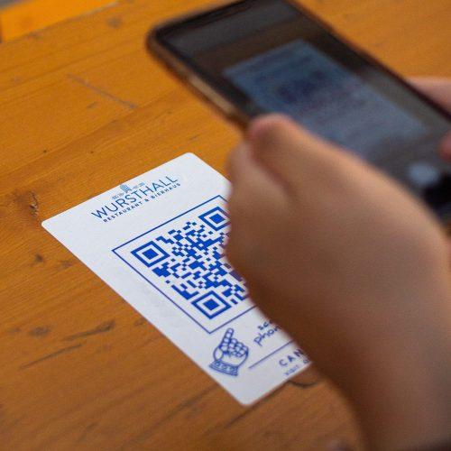 Scan QR code sur table restaurant